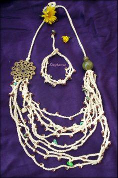 Collar y pulsera realizados en crochet con enhebrado de piedras y mostacillas de vidrio con acabado de filigrana de bronce y cuentas de acrílico. #ganchillo ♥ #jewelry