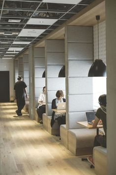 36 Best Inspiring Co-Working Space Design Ideas – Modern Corporate Office Design Creative Office Space, Office Space Design, Modern Office Design, Workspace Design, Office Workspace, Small Office, Contemporary Office, Working Space Design, Modern Offices