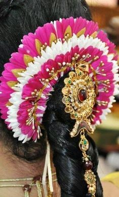 66 Super ideas for indian bridal hair style vedios – Hair Accessories Diy 2020 South Indian Wedding Hairstyles, Bride Hairstyles, Hairstyle Wedding, Flower Hair Accessories, Wedding Hair Accessories, Bridal Makeup Looks, Wedding Makeup, Bridal Hair Flowers, Hair Decorations