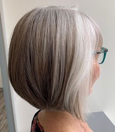 Blonde Hair Going Grey, Grey Brown Hair, Short Grey Hair, Silver Grey Hair, Silver Blonde, Grey Hair Roots, Natural White Hair, Blonde Grise, Frosted Hair