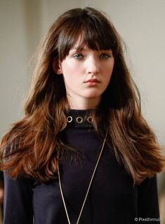 5 New Hairstyles to Try in December:Textured Hair with Bangs.