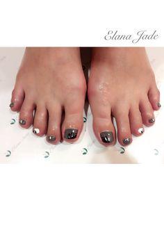 Fun / funky nail design - grey, white foot フット フットジェル マット モノトーン ホワイト グレー モード系 ネイル ネイルペイント ネイルデザイン