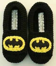 A must have for all Batman fans! These super comfy slippers feature a double layered sole for added comfort and warmth. Elastic is stitched aroundBatman Inspired Children& Slippers by PattisProjects on EtsyBatman Inspired Slippers - Available in adul Crochet Slipper Boots, Crochet For Boys, Knitted Slippers, Crochet Baby Booties, Knitted Hats, Men's Slippers, Bonnet Crochet, Crochet Beanie Pattern, Motifs Beanie