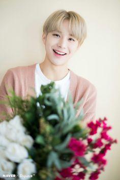 Heart-melting smile of Jungwoo (NCT) Capitol Records, Winwin, Taeyong, Nct 127, Shinee, Oppa Ya, Kim Jung Woo, Johnny Seo, Entertainment
