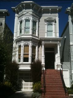 take a picture in front of the Tanner's house from Full House 1709 Broderick Street San Francisco CA