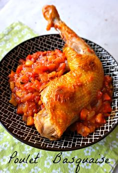 Recette de plat facile, savoureux, familial, le poulet basquaise Meat Recipes, Chicken Recipes, Healthy Recipes, Camping Recipes, Basque Food, Easy Recipes For Beginners, European Cuisine, Meals For Two, Healthy Cooking