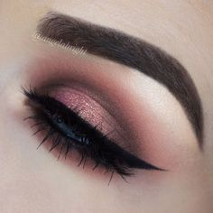 @anastasiabeverlyhills dipbrow in dark brown @toofaced sweet peach palette - peaches n cream, candied peach, peach pit, just peachy, tempting, and nectar @sigmabeauty wicked gel liner