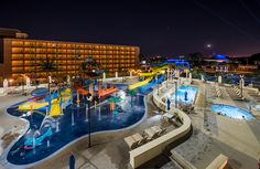 The new Courtyard Anaheim Theme Park Entrance by Marriott is hotel ~5 minutes from Disneyland, featuring deluxe family accommodations. Our review features
