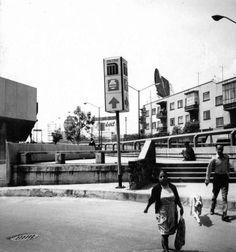 El cruce de Parque Lira y Observatorio a mediados de los 70, pocos años después de la apertura del Metro Tacubaya. El edificio de la derecha aún existe y el almacén del lado izquierdo ahora es una tienda Viana.  Imagen: Col. Villasana-Torres   http://www.facebook.com/atlacuihuayan
