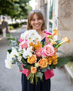 Tocmai de aceea , buchetul Teodora conține orhidee exotice și trandafiri eleganți, flori ce se potrivesc foarte bine cu personalitatea Teodorei. Comandă buchetul online și el va ajunge în cel mai scurt timp la persoana dragă datorită serviciului propriu de livrare flori la domiciliu. Magnolia, Floral Wreath, Wreaths, Table Decorations, Mai, Home Decor, Floral Crown, Decoration Home, Door Wreaths