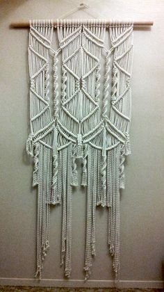 Large Macramé Wall Hanging от FreeCreatures на Etsy, $200.00