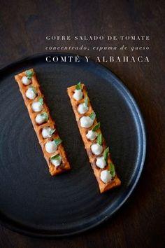Un gofre salado muy  mediterráneo, colorido, sabroso y con diversas texturas. La base de este aperitivo es un gofre, en su versión salada...