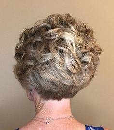 Short Ruffled Hairstyle with Blonde Highlights Curly and wavy hair styles offer movement while softening facial features — which is crucial to women concerned about fine lines or wrinkles. Staying away from rigid cuts and styles makes you look younger. Pixie Cuts, Short Hair Cuts, Short Hair Styles, Messy Blonde Bob, Low Lights Hair, Curly Pixie, Blonde Highlights, Grey Hair, Short Hairstyles For Women