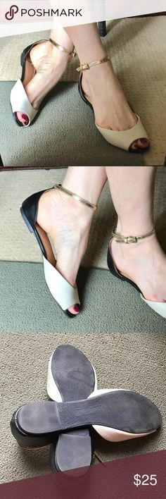 Report ANKLE strap SANDALS flats peep toe black Charming ANKLE strap peep toe sandal flats! In tri-color black, off white, and a gold strap. Sz 8.5. Strap is removable and interchangeable. Vegan leather. Very cute! (f19) Report Shoes Flats & Loafers