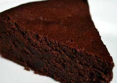 MEDIO. Pastel de chocolate sin harina apta para diabéticos