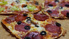 Talianska mini pizza - Powered by Tasty, Yummy Food, Polish Recipes, Russian Recipes, Hawaiian Pizza, Pepperoni, Kids Meals, Healthy Recipes, Healthy Food
