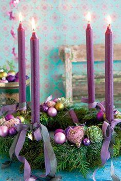 Adventskrans i lilla toner