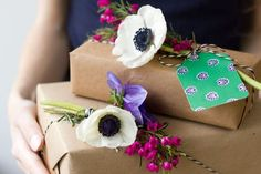 How To Make Fresh Flower Gift Tags. A good way to share flowers from your garden.