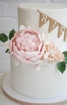FONDANT BURLAP WITH SUGAR FLOWERS 25 Anniversary Cake, Cake Design Inspiration, Decorated Cakes, Sugar Flowers, Celebration Cakes, Fondant, Cake Decorating, Burlap, Pretty