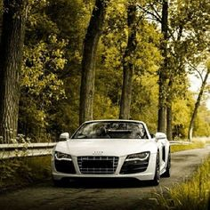 Mondays would be my favourite day if i got to drive this all week!Stunning white Audi R8 spyder!