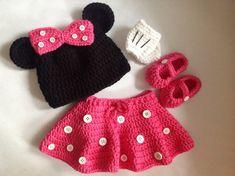 Vestito fatto a mano uncinetto Minnie Mouse ispirato imposta (cappello, gonna, guanti e scarpe) in qualsiasi formato che ti piace.