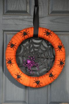 Wreaths like these are great projects for those who love DIY #Halloween