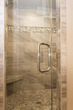 Shower: Tile, Evolution Mica; Accent: Stone Filed Baroque, Gris ET Blanc; Floor: Evolution Mosaics, Mica