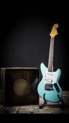 Fender Jagstang designed by Kurt Cobain Nirvana in Sonic Blue. Fender Mustang Guitar, Fender Acoustic Guitar, Acoustic Guitar Lessons, Fender Vintage, Vintage Guitars, Kurt Cobain, Fender Jagstang, Guild Guitars, Guitar Photography