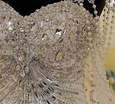 vestidos de noiva com corpet todo trabalhado em predrarias - Pesquisa Google