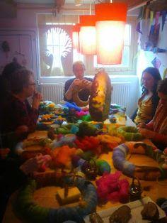 Gezellige, creatieve en wollige workshops worden gegeven in onze knutsel kelder.