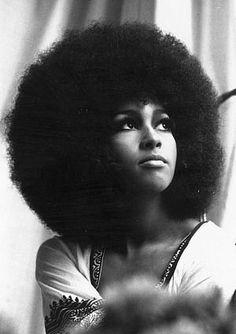 Google Image Result for http://1.bp.blogspot.com/-JaDnMBrUh3g/T7agKrpB-cI/AAAAAAAAMqo/ULVU_1k1gnU/s640/natural-hairstyles-for-black-women10.jpg