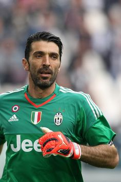 Gigi Buffon - A Legend