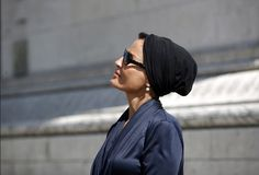Sheikha Mozah bint Nasser Al Missned Modern Hijab, Queen Fashion, Elegant Woman, Strong Women, Her Style, Style Icons, Famous People, Glamour, Style Inspiration