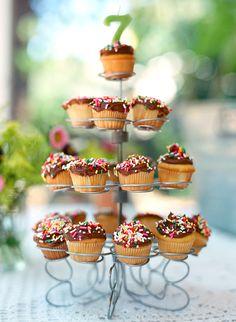 Birthday cupcake tower | 100 Layer Cakelet