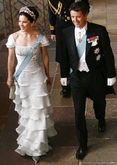 Crown Princess Mary in an absloutely stunning dress!