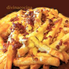 Patatas Foster Hollywood con queso y bacon Bacon Cheese Fries, Queso Cheddar, Easy Cooking, Cooking Recipes, Tapas, Mexican Food Recipes, Ethnic Recipes, Cheat Meal, Tater Tots