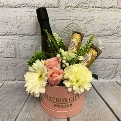 Luxury Small Hat Box Gift with Prosecco, Ferrero Rocher & Silk Flowers - Antique Pink Box Candy Bouquet Diy, Gift Bouquet, Flower Box Gift, Flower Boxes, Chocolate Bouquet Diy, Custom Made Gift, Diy Crafts For Gifts, Wine Gifts, Homemade Gifts