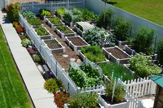 If space is an issue the answer is to use garden boxes. In this article we will show you how all about making raised garden boxes the easy way. We all want to make our gardens look beautiful and more appealing. Backyard Vegetable Gardens, Veg Garden, Backyard Garden Design, Vegetable Garden Design, Garden Cottage, Backyard Patio, Backyard Landscaping, Garden Bed Layout, Gravel Garden
