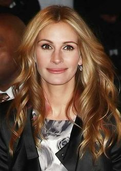 Julia Roberts with Strawberry Blonde Hair Color