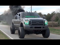 FORD POWERSTROKE TURBO DIESEL – Chilling Out & Doing Burnouts! When it comes to the big time pickup truck fans and enthusiasts, watching some clean, sharp and powerful truck in action is always a real pleasure for the eyes. But on top of that, if Nissan Diesel Truck, Ford F250 Diesel, Cummins Diesel Trucks, Diesel Trucks For Sale, Powerstroke Diesel, New Pickup Trucks, Jacked Up Trucks, Ford Trucks, 4x4 Trucks