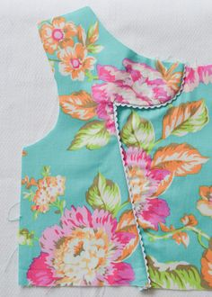 GREAT tutorial for the Roma dress bodice (in ENGLISH)