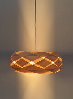 The Braid – wood and copper light shade – Bachelor – Wood Craft Copper Lighting, Strip Lighting, Diy Lampe, Origami Lamp, Boutique Deco, Kitchen Lighting Fixtures, Light Crafts, Recycling, Wood Lamps