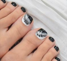 Black and white feather toe nail art. might get this but in different colors fo. Black and white feather toe nail art. might get this but in different colors for summer. maybe like a hot pink and teal Pedicure Designs, Pedicure Nail Art, Toe Nail Designs, Toe Nail Art, Black Pedicure, Nails Design, Pedicure Ideas, Acrylic Nails, White Toenails