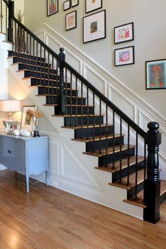 39 Beautifully Painted Stairs Design To We Love – staircase Black Stair Railing, Black Staircase, Wood Railing, Staircase Railings, Staircase Design, Banisters, White Stair Risers, Painted Stair Risers, Railing Ideas
