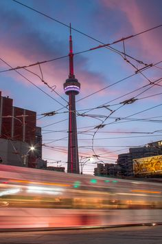 Things to do in Toronto, Canada: Visit the CN Tower. Vacation Ideas, Vacation Spots, Torre Cn, Photography Ideas, Travel Photography, Toronto Photos, Romantic Getaways, Toronto Canada, Canada Travel