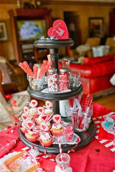 ~Valentine party tray and table~ {by crafty2thecore.com}