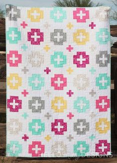 The Honor Roll Quilt Pattern is a great Plus Quilt for beginners and intermediate quilters alike! Beginner Quilt Patterns, Quilting For Beginners, Quilting Projects, Sewing Projects, Quilting Ideas, Plus Quilt, Fat Quarter Quilt, Colorful Quilts, Jellyroll Quilts