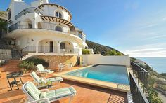 Belle villa avec piscine qui vous permettra de bénéficier d'une superbe vue panoramique sur la Costa Blanca et la mer !