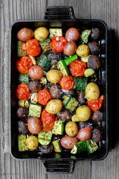 Italian Oven Roasted Vegetables The Mediterranean Dish Simple and delicious oven roasted vegetables the Italian way Not your average side dish These veggies will be your new favorite Comes together in 20 mins or so See the recipe on Roasted Vegetable Recipes, Veggie Recipes, Vegetarian Recipes, Cooking Recipes, Healthy Recipes, Oven Roasted Vegetables, Roasted Potatoes, Vegetables In The Oven, Veggie Lunch Ideas