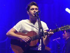 March 22nd: Niall on stage ❤️ #FlickerWorldTourLondon